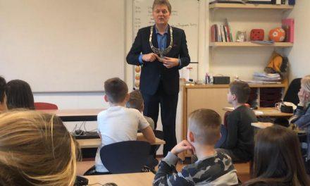 Burgemeester Hamming voor de klas (filmpje)