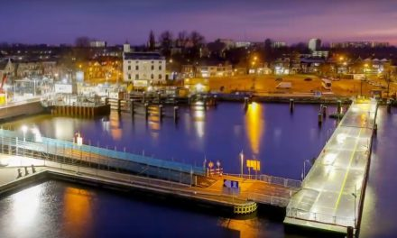Nietzo Vlotbrug mega vlot gebouwd (Filmpje)