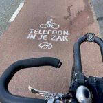 Handen aan het stuur: telefoon in je zak